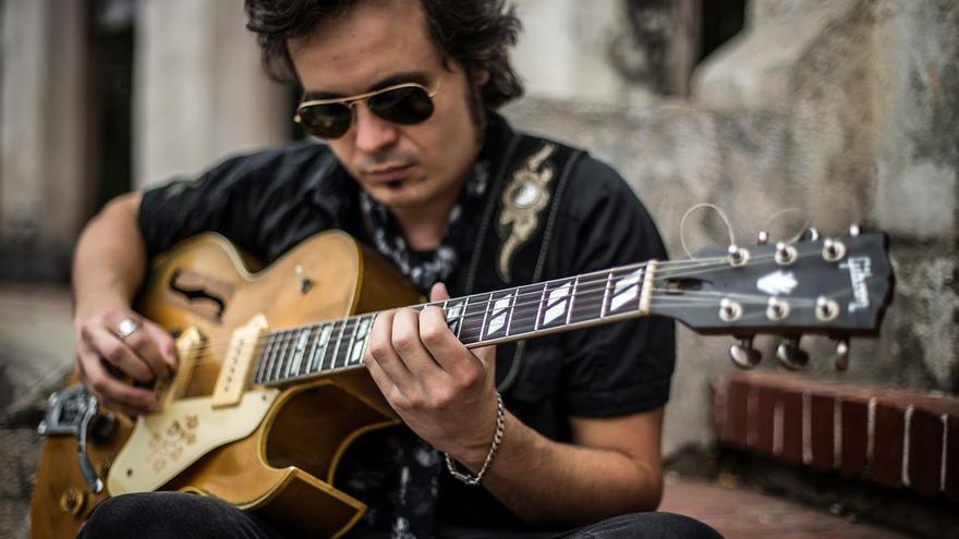 El guitarrista Diego García 'El Twanguero'.