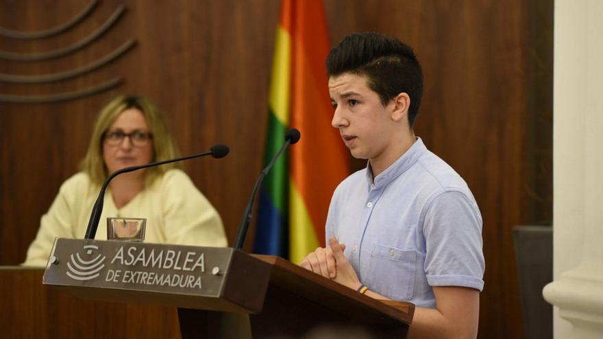 Pau, adolescente transexual, reclama que el DNI introduzca el tercer sexo a la hora de denominar a las personas / Foto: Asamblea