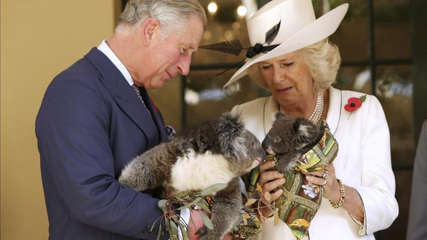 El príncipe Carlos y Camila llegan a Australia tras visitar Nueva Zelanda