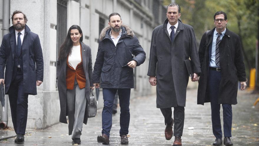 La cúpula de Vox se dirige a explicar a los medios de comunicación su escrito de acusación popular contra los líderes independentistas del procés