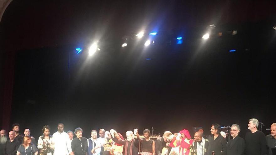 Los intérpretes de 'Las Rutas de la Esclavitud 1444-1888' y Jordi Savall recibieron una cerrada ovación  en el Teatro Circo de Martes con el público puesto en pie.
