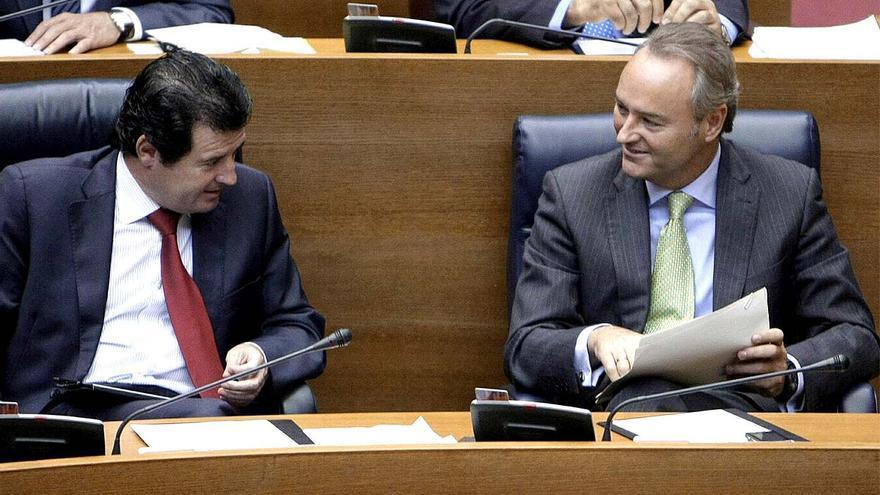 Alberto Fabra, al costat del vicepresident Ciscar, en el debat d'ahir.