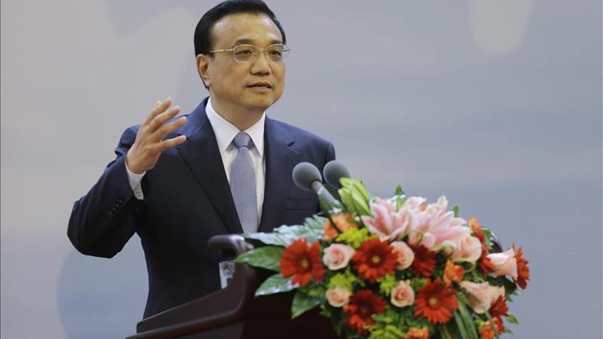 """China trabajará """"para abrirse más al mundo"""", afirma Li Keqiang"""
