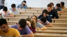La falsa censura de 'Los girasoles ciegos' en las escuelas andaluzas agita a intelectuales y políticos de izquierda