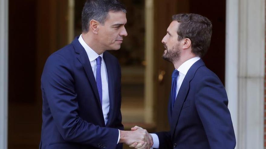 Sánchez y Casado se reúnen con Cataluña, el CPGJ y la economía sobre la mesa