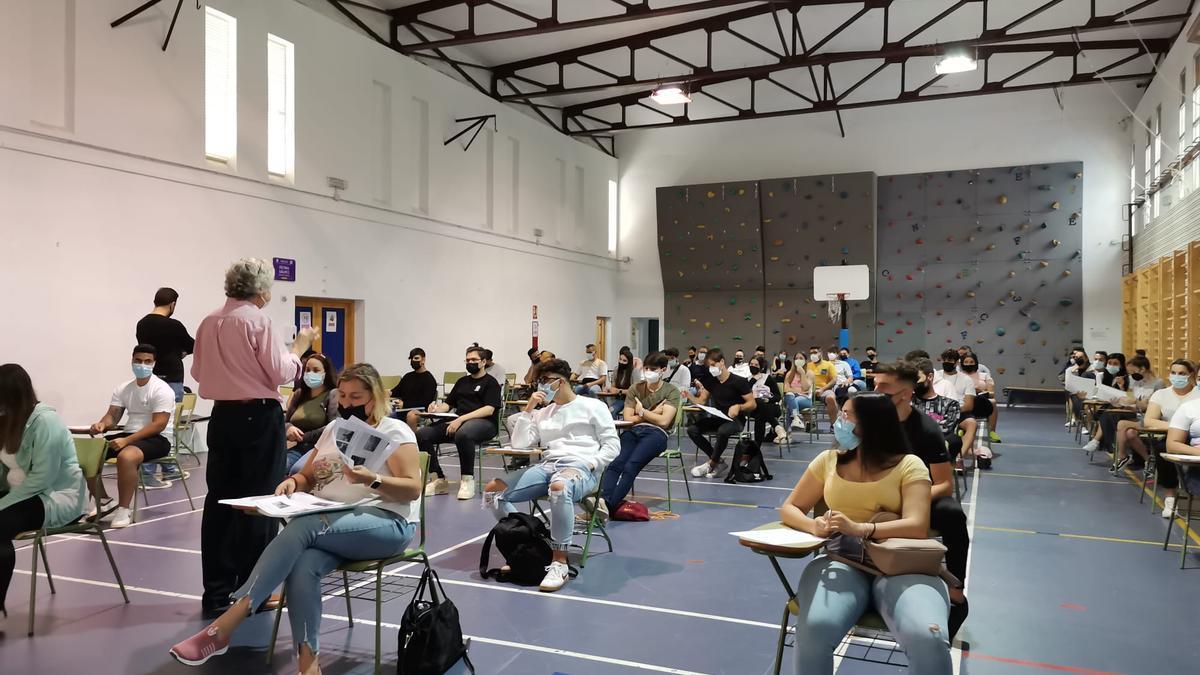 Imagen de los exámenes en el IES López Neyra.