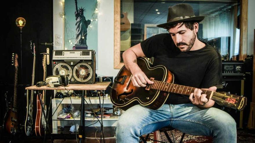 Capitán Cobarde es el último proyecto musical de Alberto Romero.