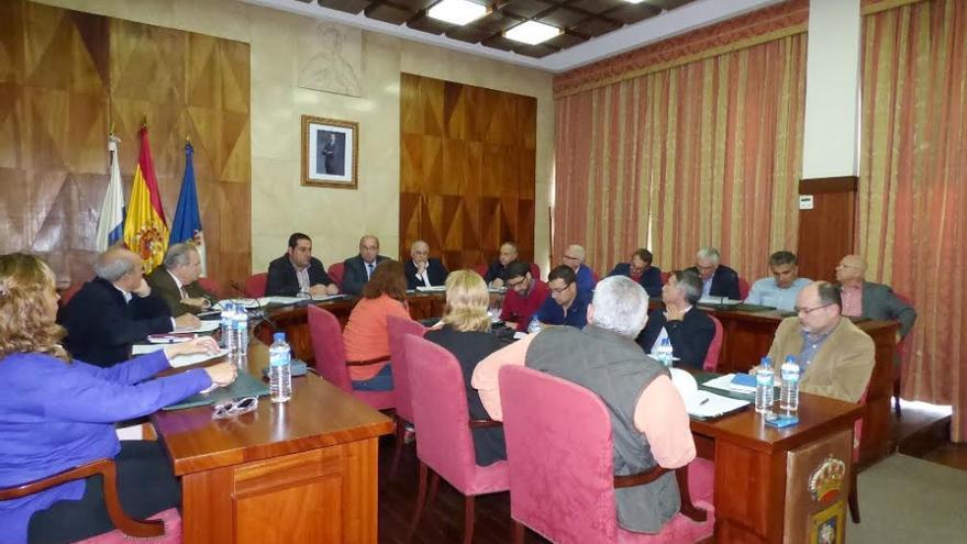 En la imagen, reunión de la Mesa de Seguimiento Empresarial celebra en el salón de plenos del Cabildo el pasado viernes, 6 de marzo.