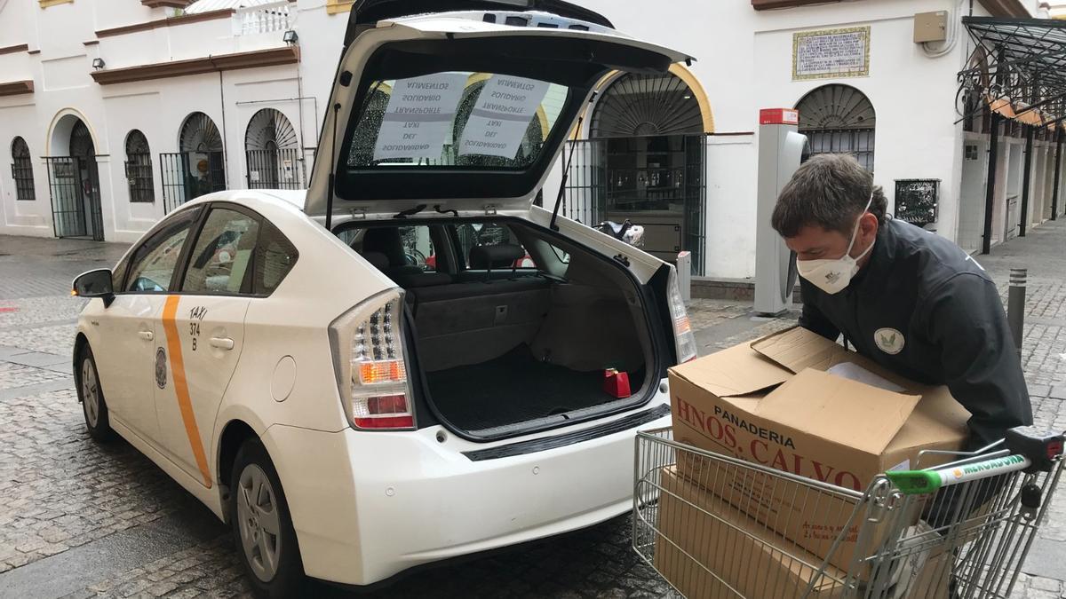 Un taxista voluntario que repartía lotes de comida y primera necesidad durante el confinamiento