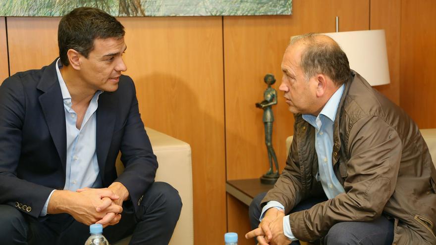 Pedro Sánchez y Xoaquín Fernández Leiceaga, candidato del PSdeG / Foto: Borja Puig (PSOE)