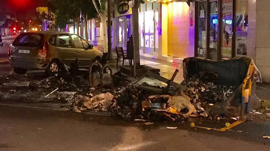 Contenedor quemado en el Paseo Tomás Morales de la capital grancanaria.