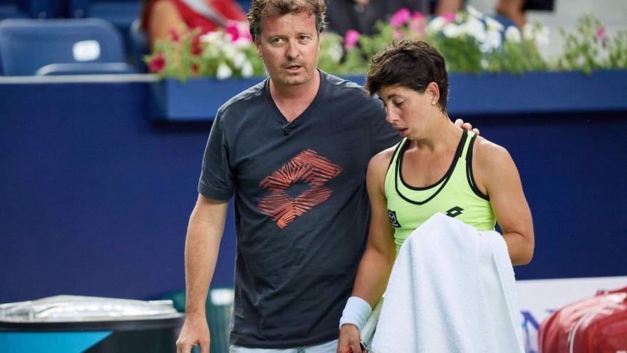 Xavier Budó junto a la tenista Carla Suárez