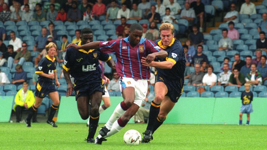Dalian Atkinson, en un partido con el Aston Villa en 1993.