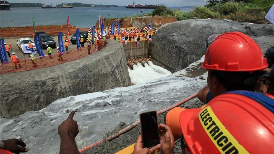 Posponen la disputa entre el Canal de Panamá y el adjudicatario de la ampliación