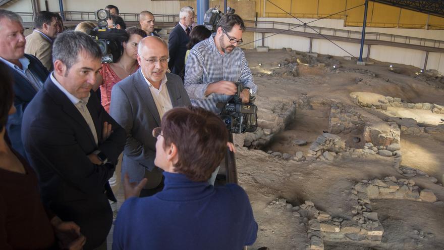 Fernando Clavijo y Antonio Morales en La Cueva Pintada de Gáldar