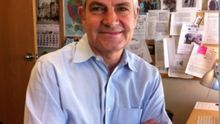Críticas en el Parlamento de Andalucía por la medalla de la comunidad autónoma para el director de El País