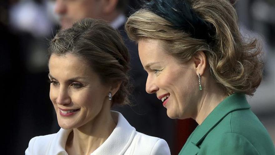 Felipe y Matilde de Bélgica dan bienvenida a Bruselas a los Reyes de España