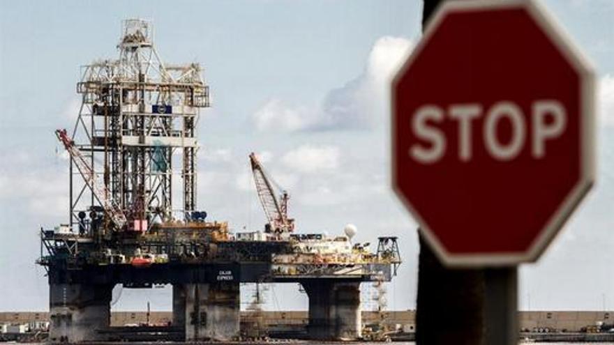 Plataforma petrolífera en el Puerto de la Luz. EFE