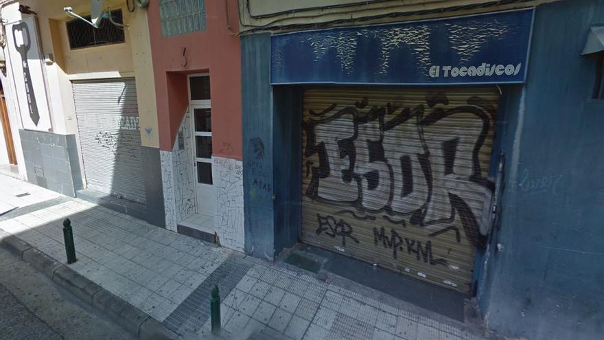 Exterior del bar El Tocadiscos de Zaragoza, donde se produjo la agresión