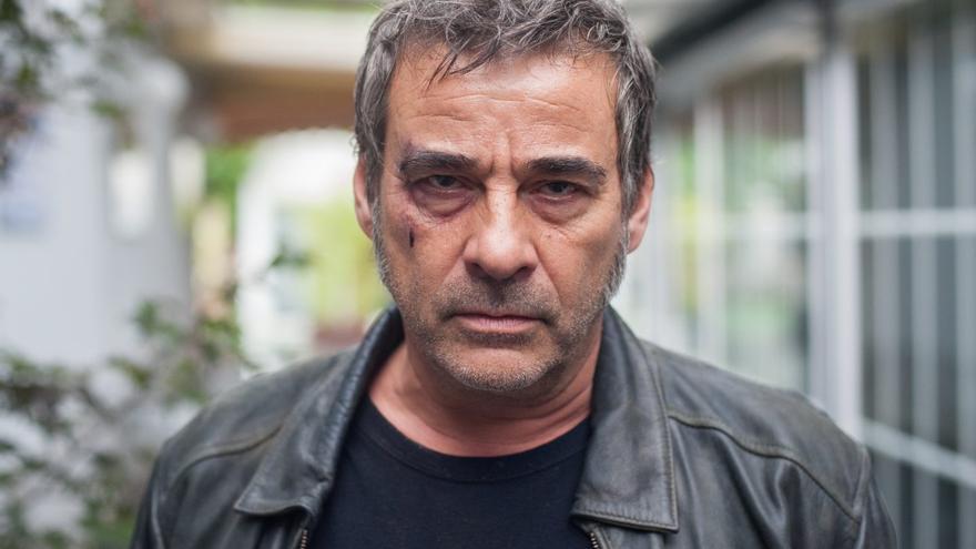 Eduard Fernández en un fotograma de la serie 'La zona', de Movistar +
