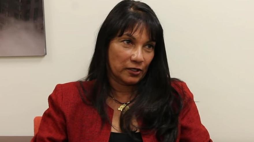 Sabrina de Sousa durante una entrevista en McClatchy