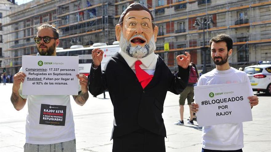 """Un """"cabezudo"""" de Rajoy recorrerá España para meterse en la piel de los refugiados"""
