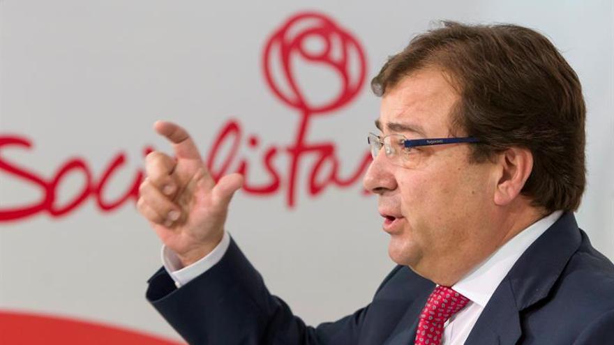 """Fernández Vara cree que Cifuentes """"haría bien en rectificar"""""""