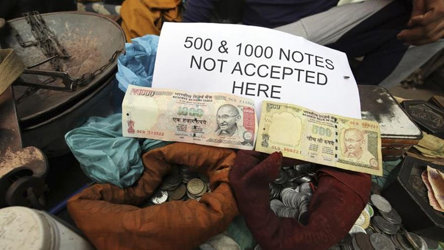 El Supremo da vía libre a las causas contra el Gobierno indio por falta de moneda