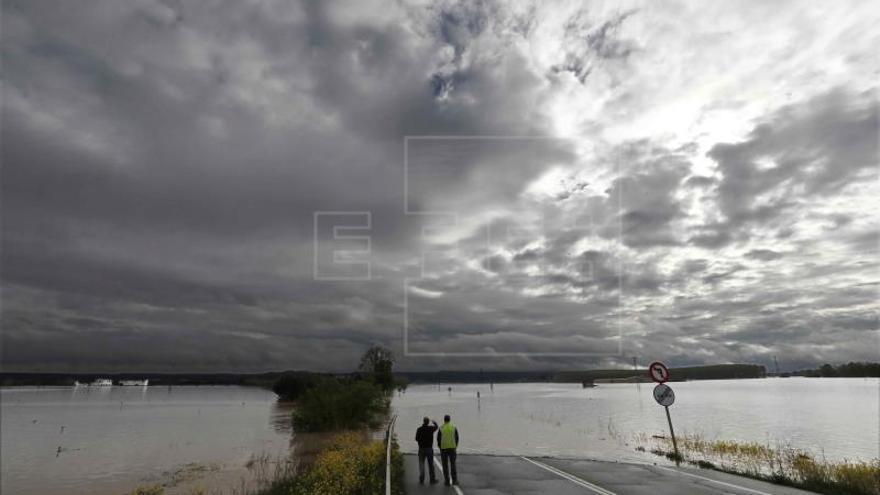 Seis tramos de la cuenca del Ebro en alerta y movilizada la UME en Aragón