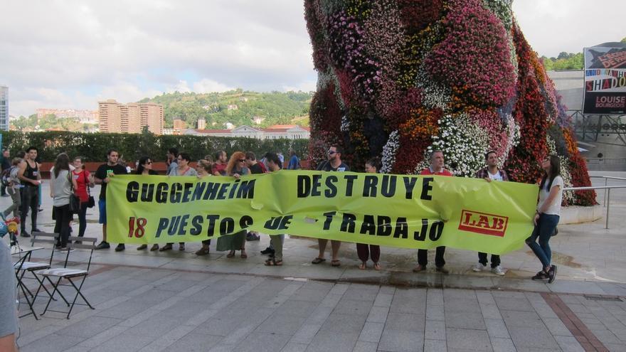 Más de 200 personas del mundo de la cultura y arte firman un manifiesto en apoyo a los educadores del Museo Guggenheim
