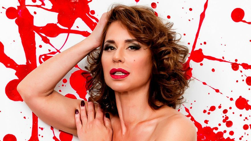 Vicky Larraz se desnuda en Primera Línea
