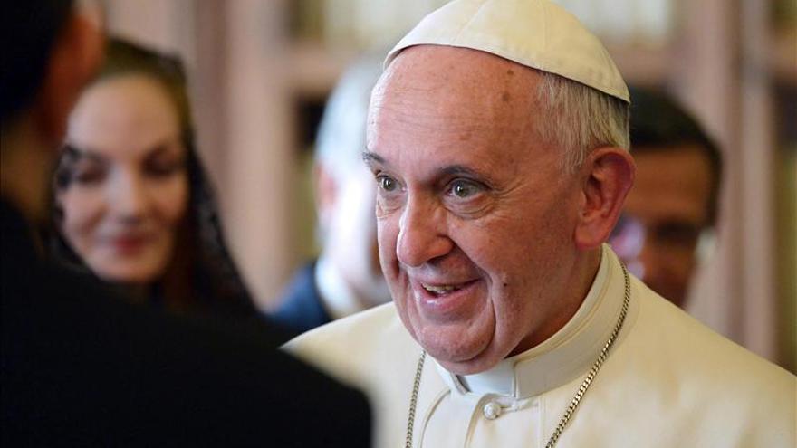 El Papa dice que el islám rechaza la violencia y pide respeto a los católicos