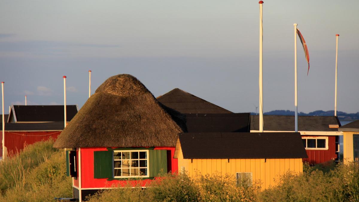 Las cabañas de playa con techo de paja son una de las señas de identidad de la isla danesa de Aero.
