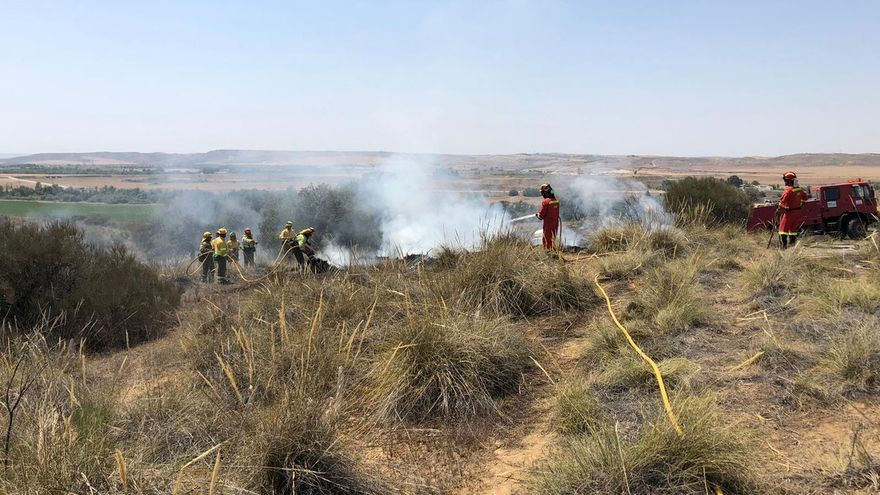 La UME refrescaba este sábado puntos calientes del incendio en Toledo