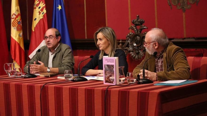 Presentación de 'Una historia de Toledo' en el Ayuntamiento