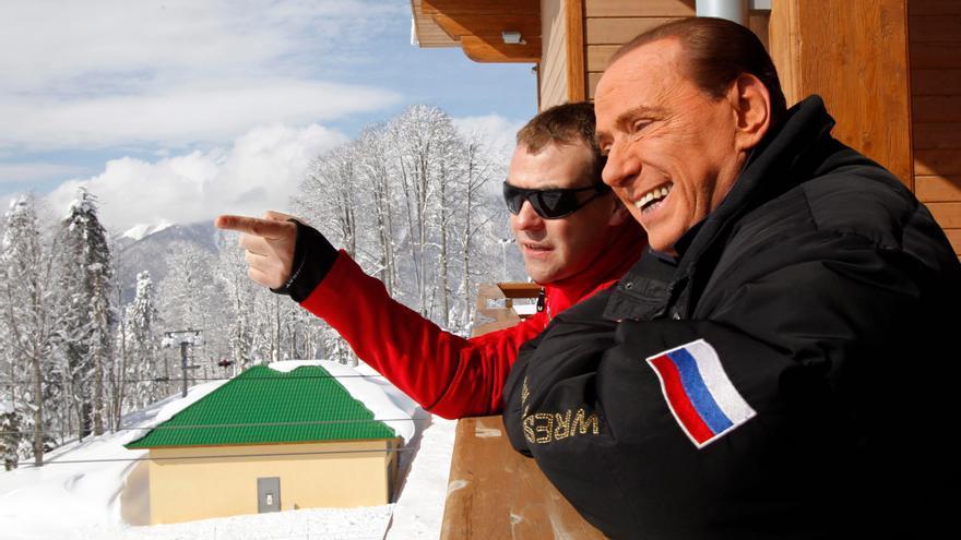 Berlusconi sufre una luxación de hombro y muñeca al caerse en Cerdeña