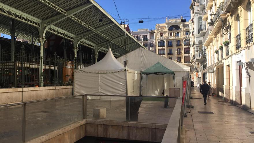 La carpa instalada junto al Mercado de Colón