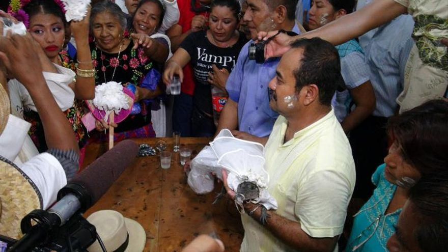 Chontales y huaves de Oaxaca celebran alianza con boda de alcalde con caimán