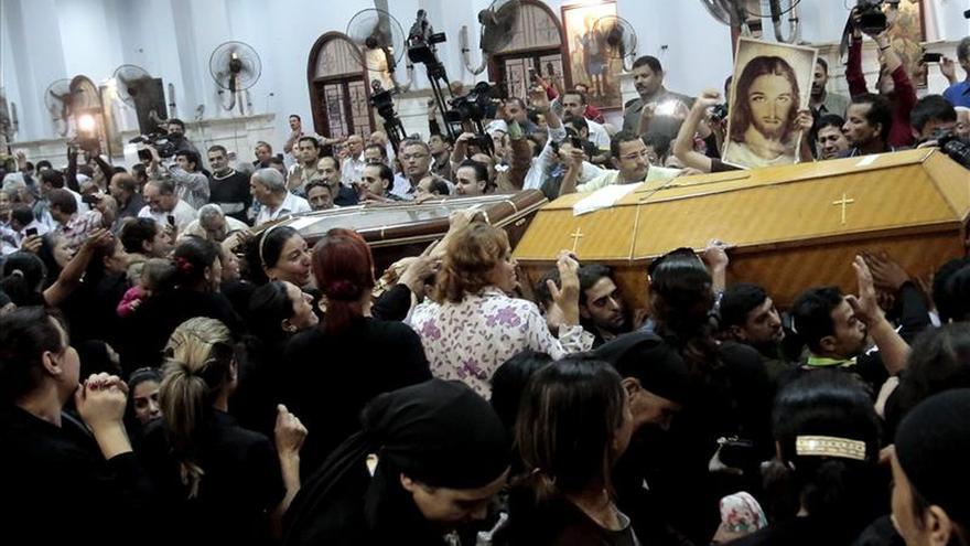 El Estado Islámico difunde un vídeo en el que ejecuta a una veintena de coptos egipcios