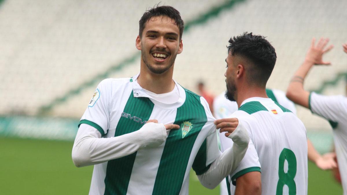 Diego Domínguez celebra un gol con el Córdoba B.