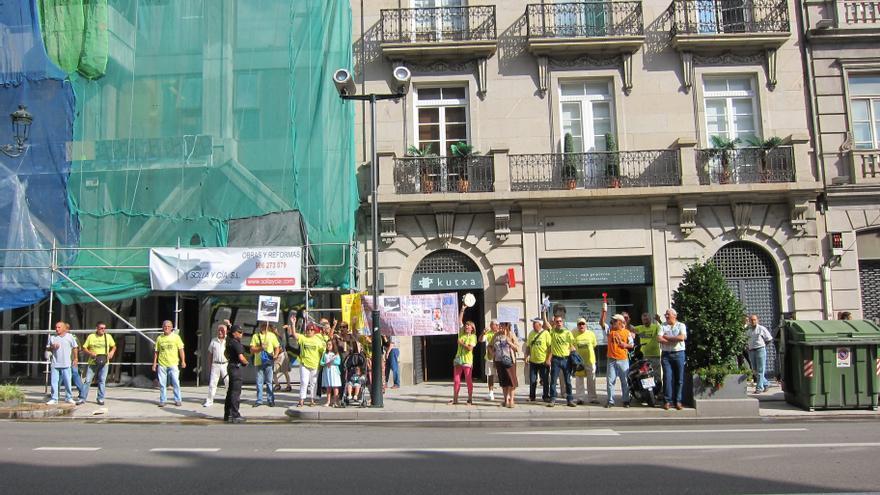 Afectados por las preferentes de Vigo piden a la Fiscalía que actúe de oficio por la vía penal