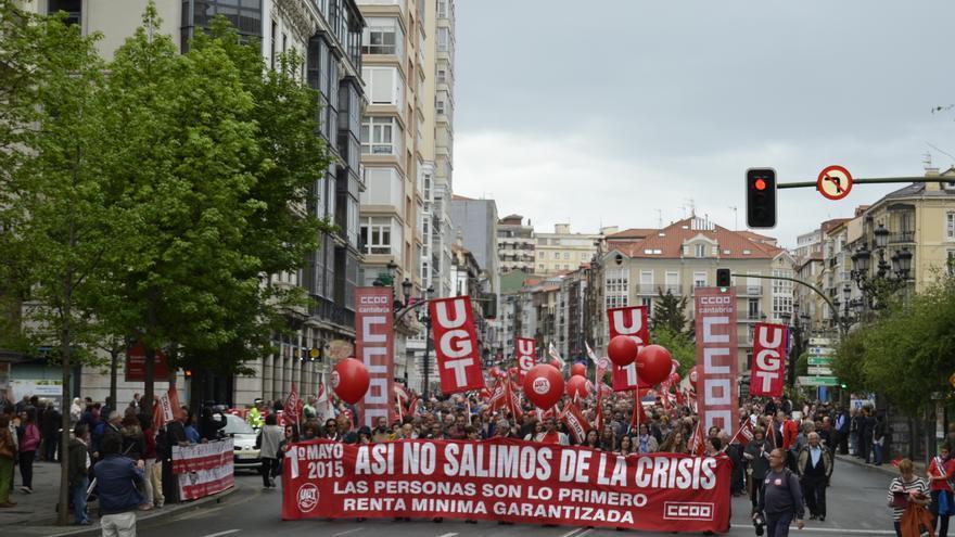 Más de 6.000 personas han recorrido las calles de Santander en defensa de una salida digna de la crisis.