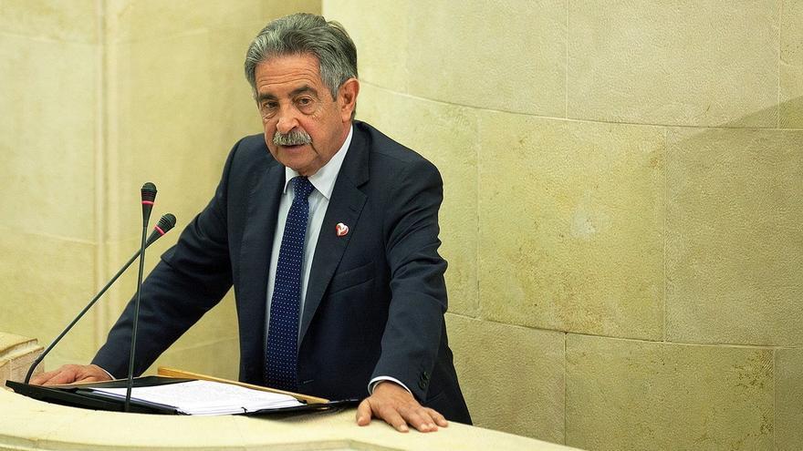 """Revilla avisa de posibles """"recortes"""" en Cantabria si se sigue sin PGE y pide """"cordura a todos los políticos de España"""""""