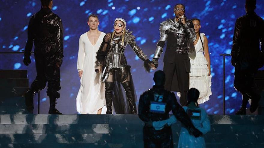 Sorprende en Israel la aparición de bandera palestina en la actuación de Madonna