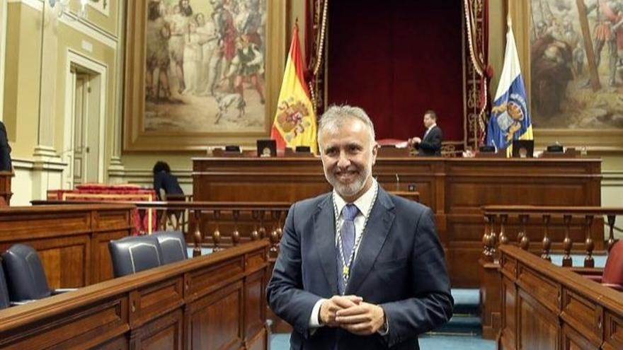 Ángel Víctor Torres, en el Parlamento tras la toma de posesión de los diputados de la X Legislatura