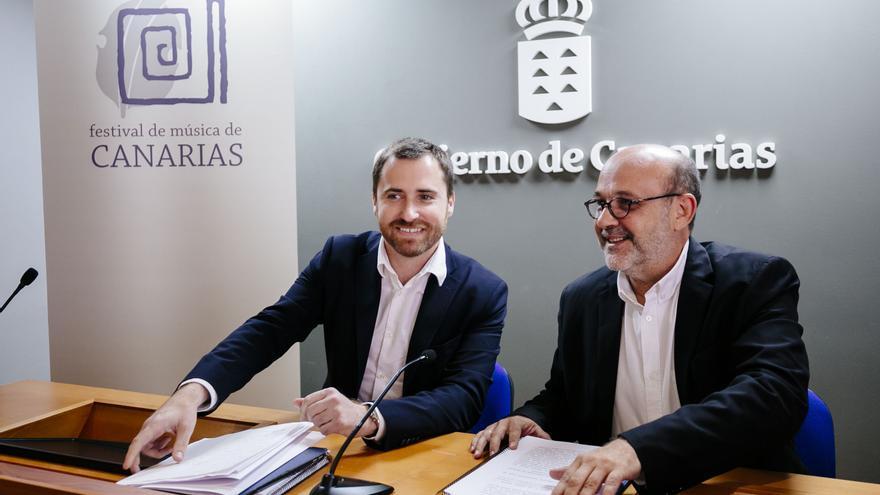 El consejero de Turismo, Cultura y Deportes del Gobierno de Canarias, Isaac Castellano, y el director del  Festival Internacional de Música de Canarias (FIMC), Jorge Perdigón.