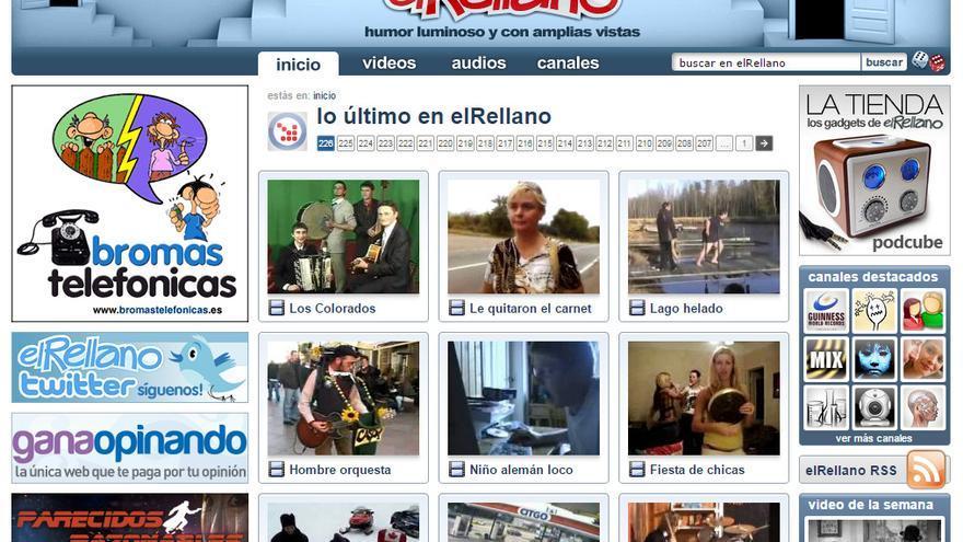 Diseño en 2010. Había que destacar que elRellano ya tenía cuenta en Twitter. Las bromas telefónicas se publicitaban en otras webs de humor. (Imagen: Cedida por Toni Barragán)