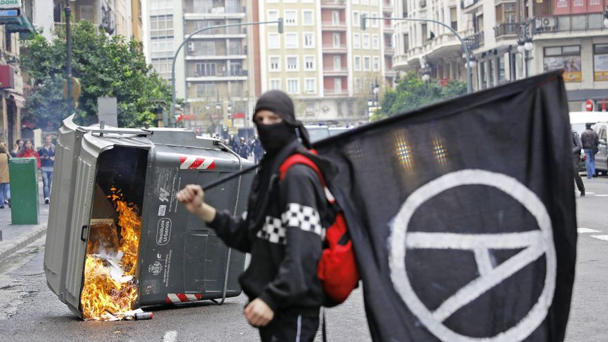 Burda MENTIRA de BACHELET  para justificar su alza de impuestos. CE-entiende-protestas-Europa-prioridad_EDIIMA20121114_0385_4