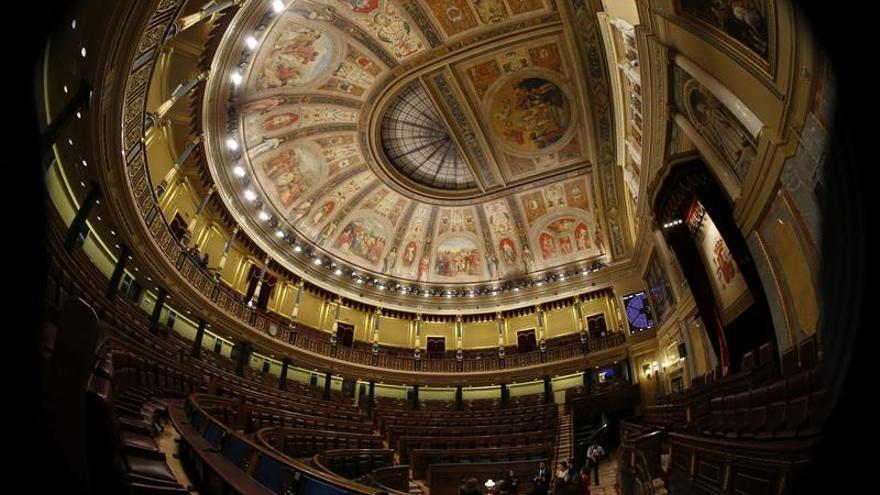 Fin de las vacaciones de los diputados por los presupuestos y Grecia
