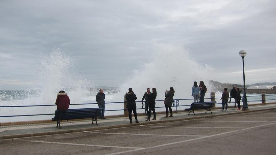 Activado un dispositivo especial de seguridad ante la alerta naranja en la costa